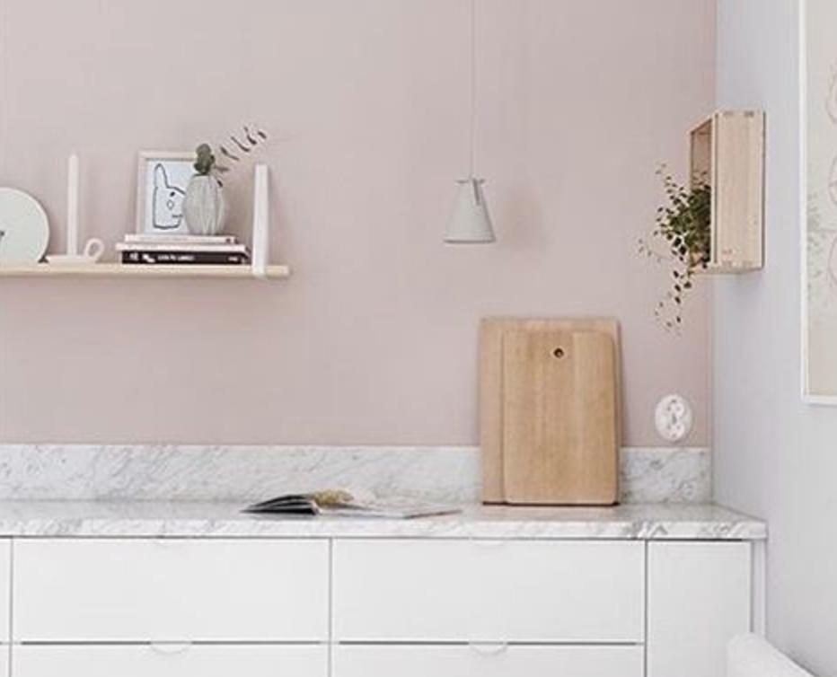 Får jeg hele familien med på rosa kjøkken, mon tro? (Inspirasjonfoto herfra)